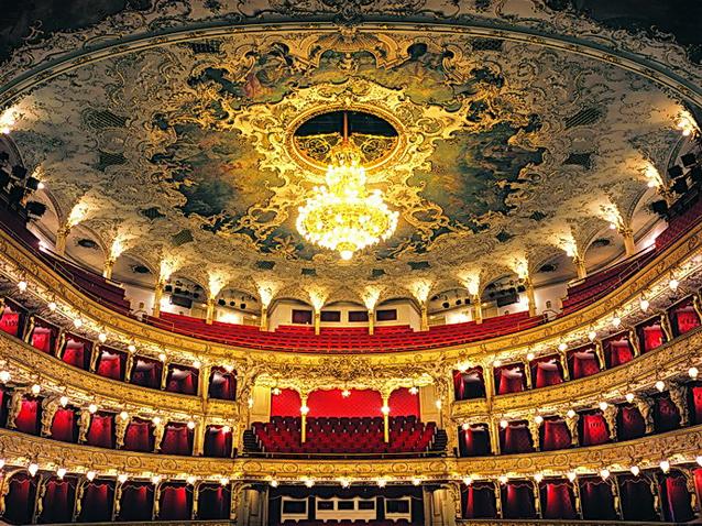 Opernhaus in prag