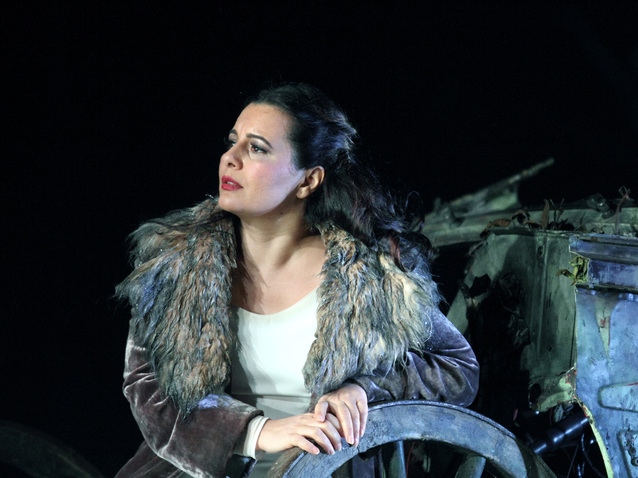 Xl_411_lianna_haroutounian_as_leonora_c_roh._photo_catherine_ashmore
