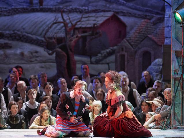 Spannender Krimi im Doppelpack - Cavalleria und Bajazzo in Wien (Rubrik) |  Opera Online - Die Website für Opernliebhaber
